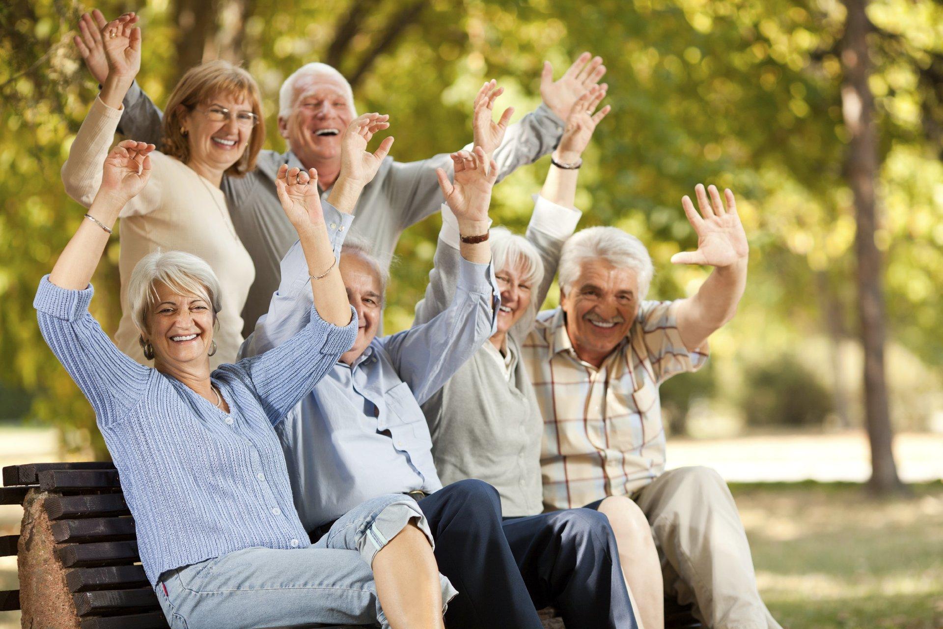 Картинки или фото с пожилыми людьми есть там